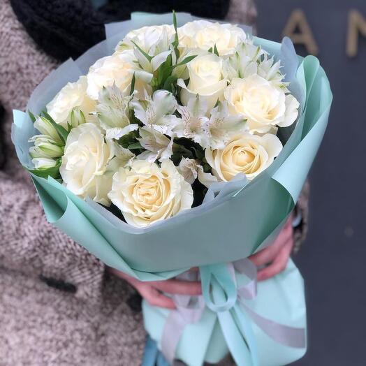 Букет из альстромерии и роз