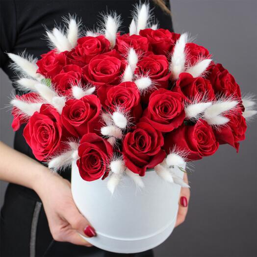 """Розы в шляпной коробке """"Бархатные ночи"""""""