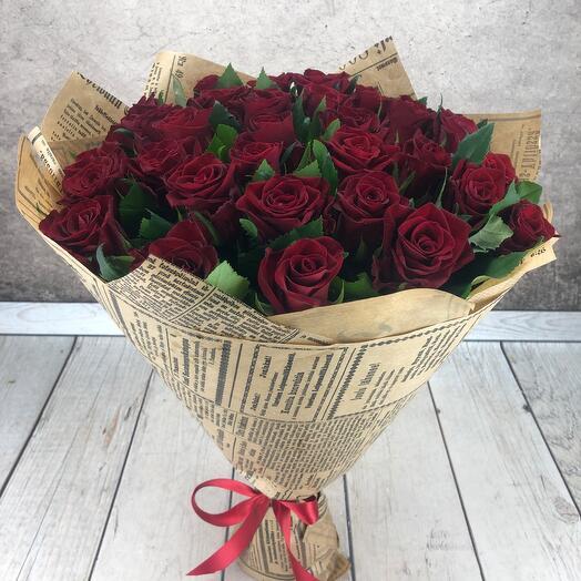 Букет из 31 бордовой розы