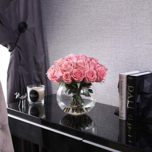 Букет из 25 роз Hermosa в вазе: букеты цветов на заказ Flowwow
