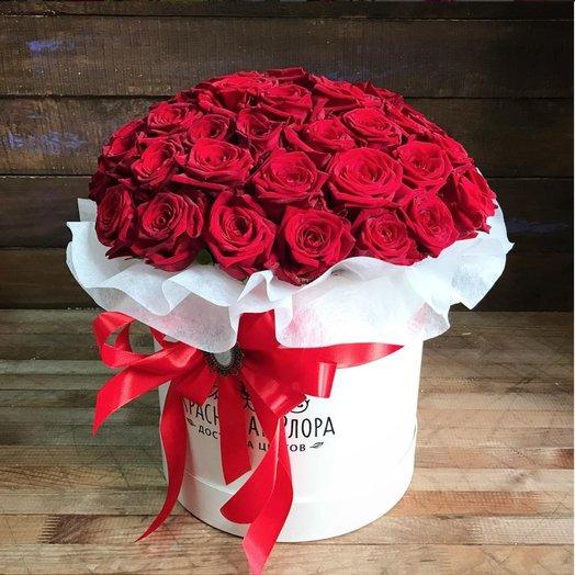 Цилиндр из 51 красной розы