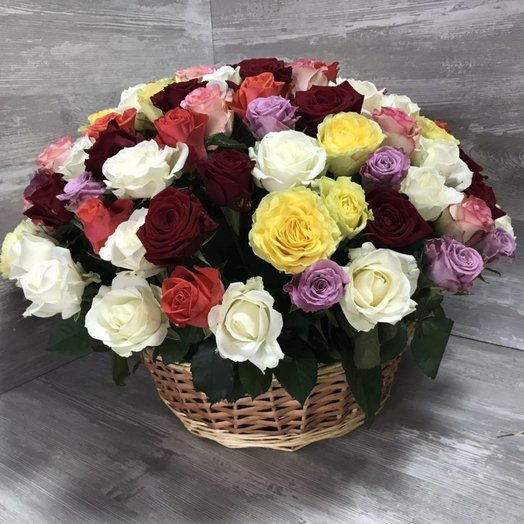 101 роза МИКС в корзине: букеты цветов на заказ Flowwow