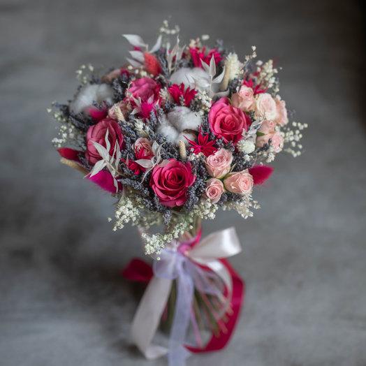 Яркие грезы или букет из сухоцветов и живых роз: букеты цветов на заказ Flowwow