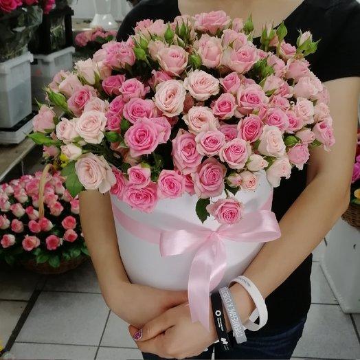 Букет из 35 кустовых роз в коробке