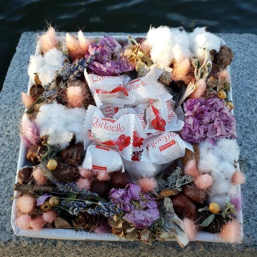 Коробочка с лавандой, хлопком и конфетами: букеты цветов на заказ Flowwow