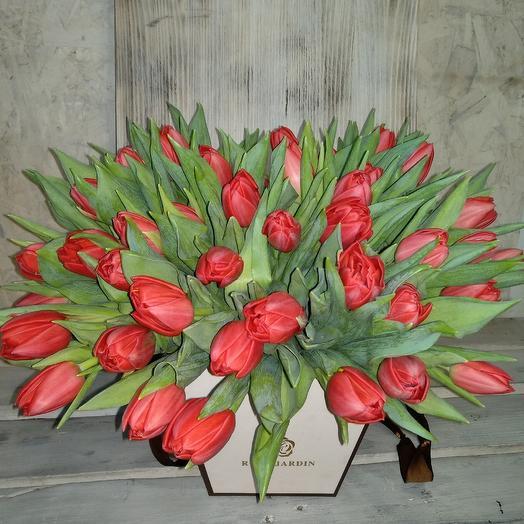 Пионовидные тюльпанчики в коробке: букеты цветов на заказ Flowwow