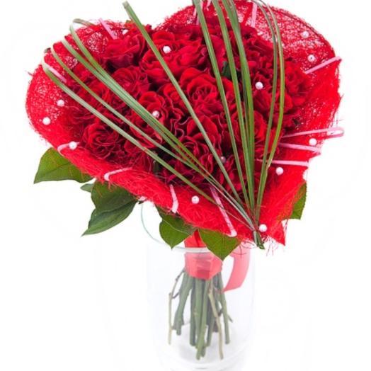 """Букет в виде сердца """"День любви"""": букеты цветов на заказ Flowwow"""