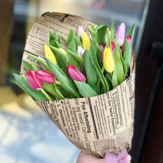 Весенний микс 25 тюльпанов в крафте: букеты цветов на заказ Flowwow