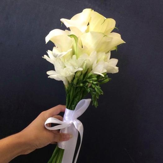 Букет невесты из калл и фрезии: букеты цветов на заказ Flowwow