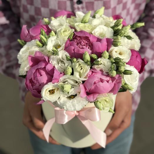 Коробка из пионов и эустомы: букеты цветов на заказ Flowwow