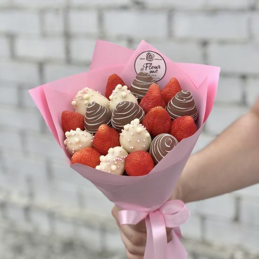 Букет из клубники и клубники в белом и молочном шоколаде: букеты цветов на заказ Flowwow