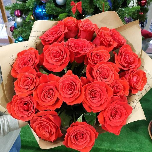 Шикарный букет алых роз 😍: букеты цветов на заказ Flowwow