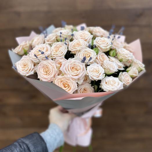 Букет «Кустовая Роза с лавандой»