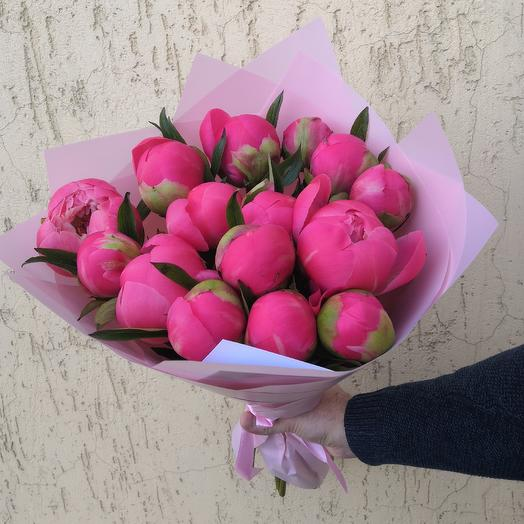 Букет из 15 пионов Coral Charm: букеты цветов на заказ Flowwow