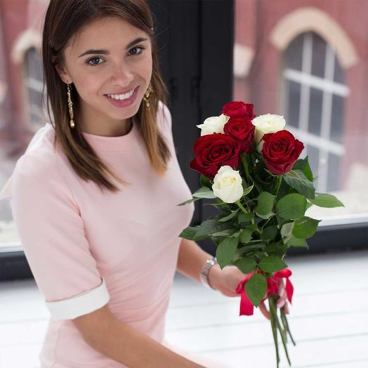 """""""НК"""" 7 красных и белых подмосковных роз"""