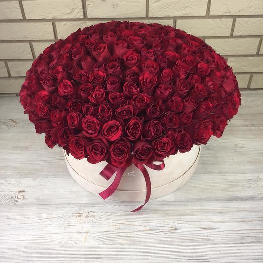 201 красная роза в бархатной коробке