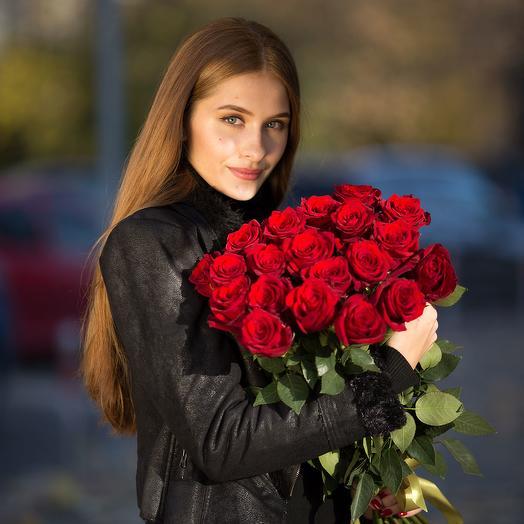Букет из 21 красной розы 60см