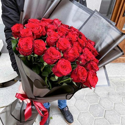 35 алых роз: букеты цветов на заказ Flowwow