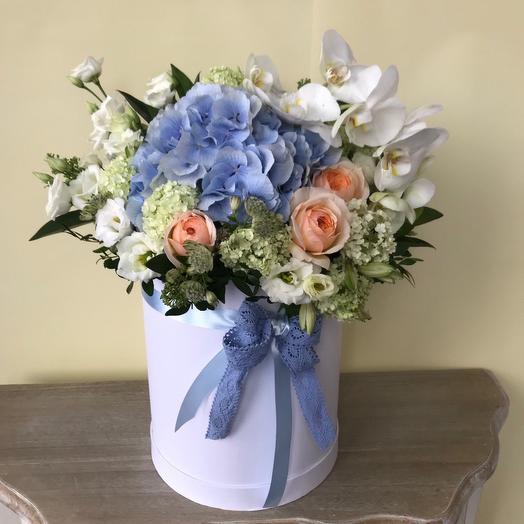 Летняя композиция в шляпной коробке: букеты цветов на заказ Flowwow
