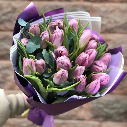 25 пионовидных тюльпанов с эвкалиптом