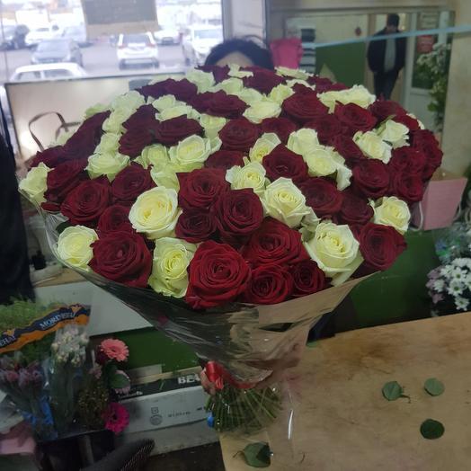 Букет 101 из белые и красная роза