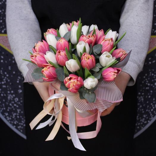 25 tulips in a box