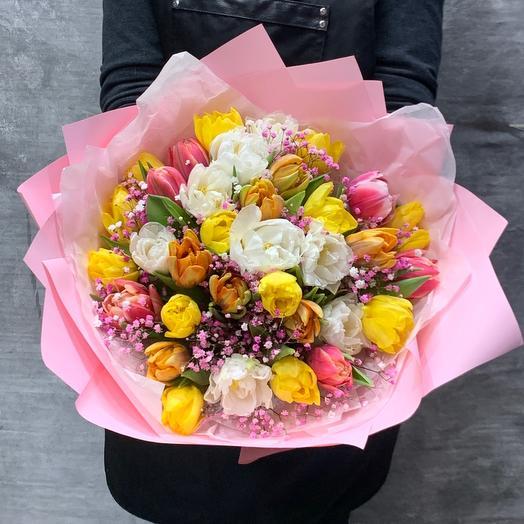 Прекрасный букет пионовидных тюльпанов