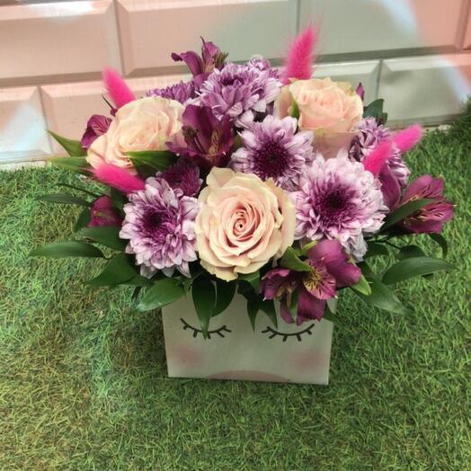 Цветы в коробке единорожка
