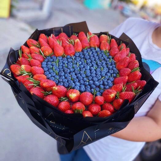 Клубничный букет «Люблю»