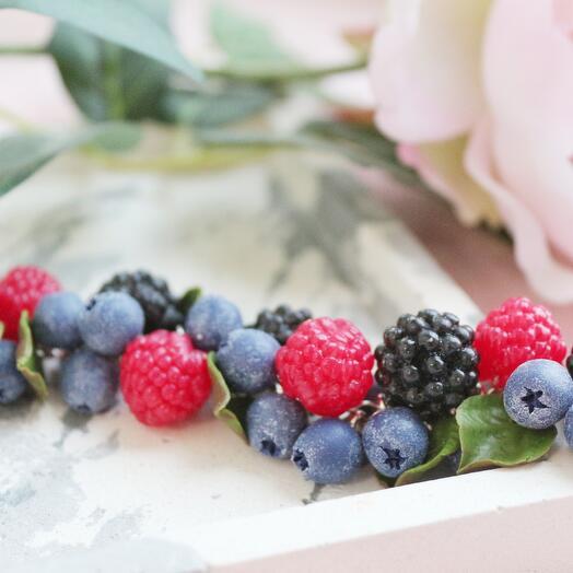 Браслет с ягодами ручной работы