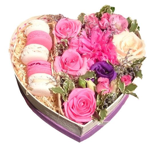 Композиция с макаруни Дела сердечные: букеты цветов на заказ Flowwow