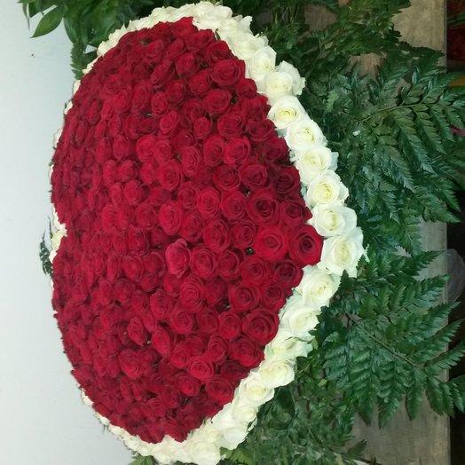 301 роза микс корзине в виде сердца: букеты цветов на заказ Flowwow