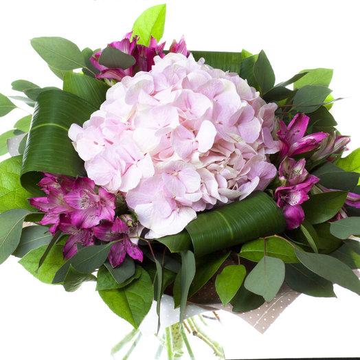 Букет с розовой гортензией и альстромерией: букеты цветов на заказ Flowwow