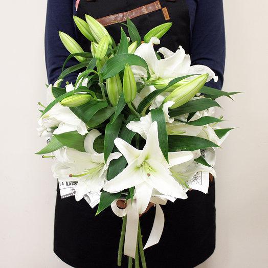 Букет Белые Лилии: букеты цветов на заказ Flowwow