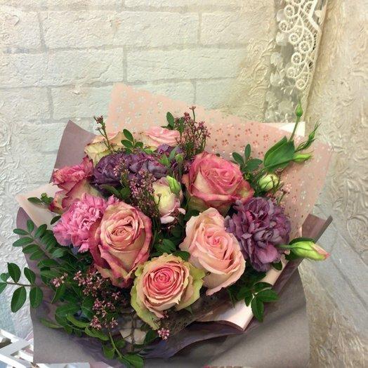 Букет с розами и диантусом: букеты цветов на заказ Flowwow