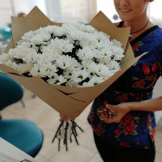 Букет из 11 веток кустовых хризантем в крафте: букеты цветов на заказ Flowwow