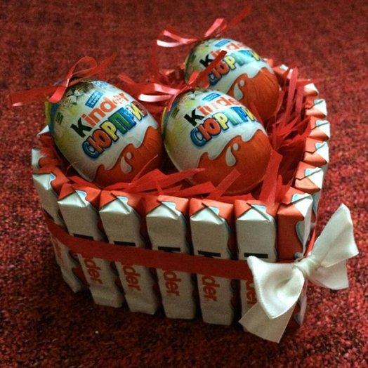 Коробка сердце малое с киндерами. Код 180109