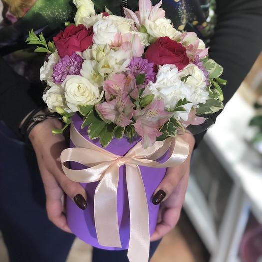 Коробка с цветами ассорти: букеты цветов на заказ Flowwow