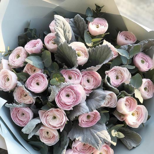 Ранункулюсы Ханои с эвкалиптом: букеты цветов на заказ Flowwow