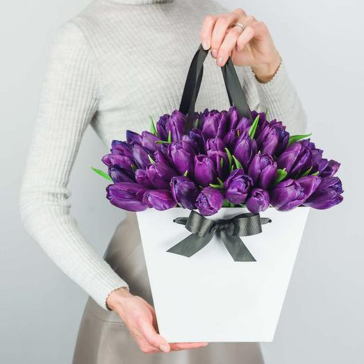 Лиловое чудо (51 тюльпан в коробке): букеты цветов на заказ Flowwow