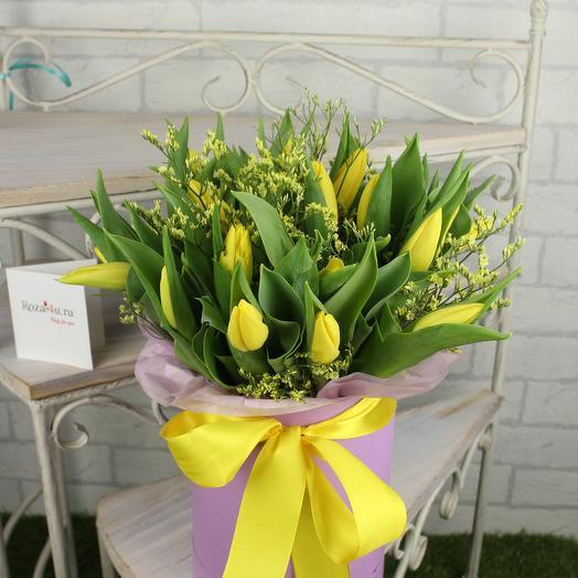 Шляпная коробка с желтыми тюльпанами: букеты цветов на заказ Flowwow