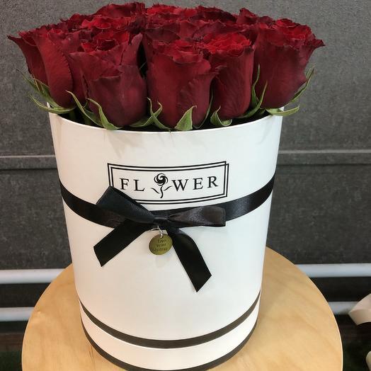 Красная роза в шляпной коробке: букеты цветов на заказ Flowwow