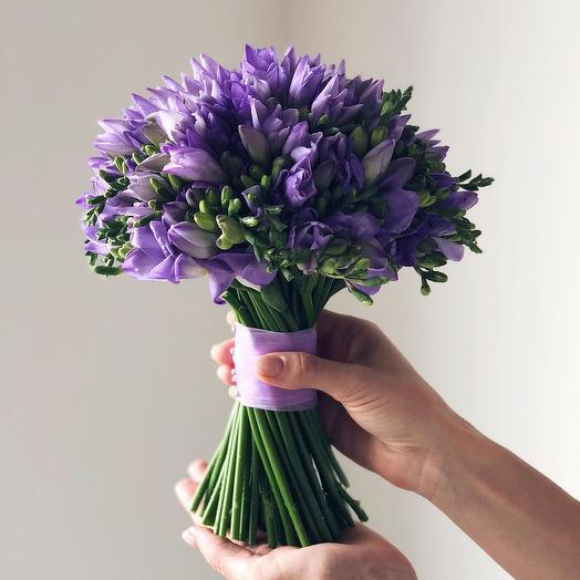 Фиолетовая фрезия: букеты цветов на заказ Flowwow