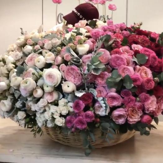 Огромная корзина с экзотическими цветами: букеты цветов на заказ Flowwow
