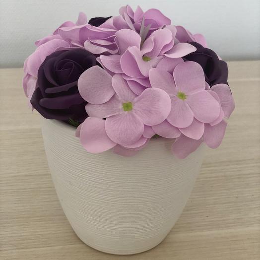 Композиция из мыльных цветов сиреневых оттенков розы и гортензии: букеты цветов на заказ Flowwow