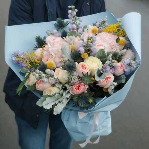 Микс из пионовидных роз, дельфиниума, гортензий: букеты цветов на заказ Flowwow