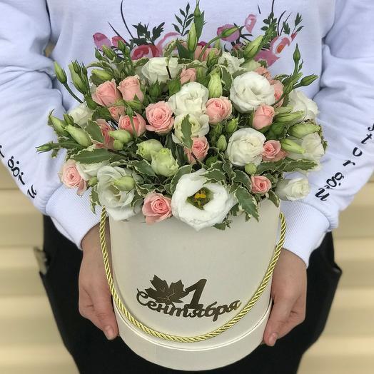 1 сентября.Коробки с цветами. Эустома с кустовой розой. N560: букеты цветов на заказ Flowwow