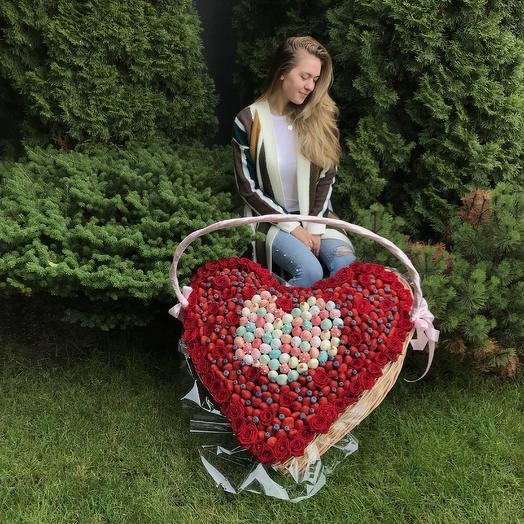 """Корзина """"Большое Сердце"""": букеты цветов на заказ Flowwow"""