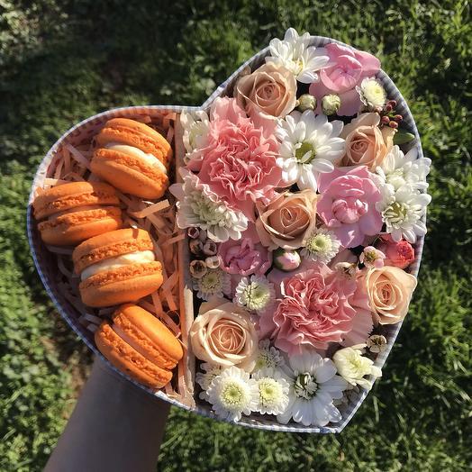 Нежная коробочка с макаронсами: букеты цветов на заказ Flowwow