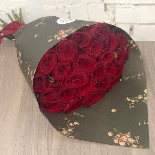 Букет из роз в дизайнеском крафте: букеты цветов на заказ Flowwow